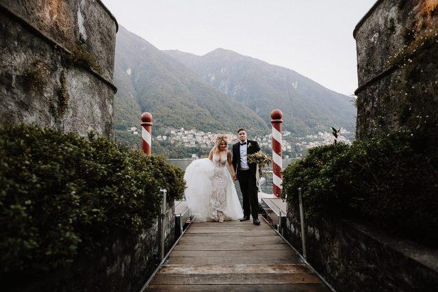 Boat Bride Groom Arrive Vila Regina Teodolinda